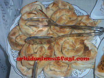 Pırasalı Gül Böreği