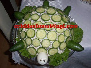 Kaplumbağa şeklinde makarna salatası