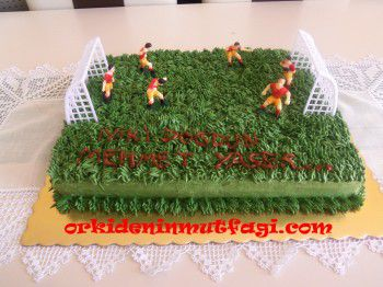 Çimli futbol sahası pasta